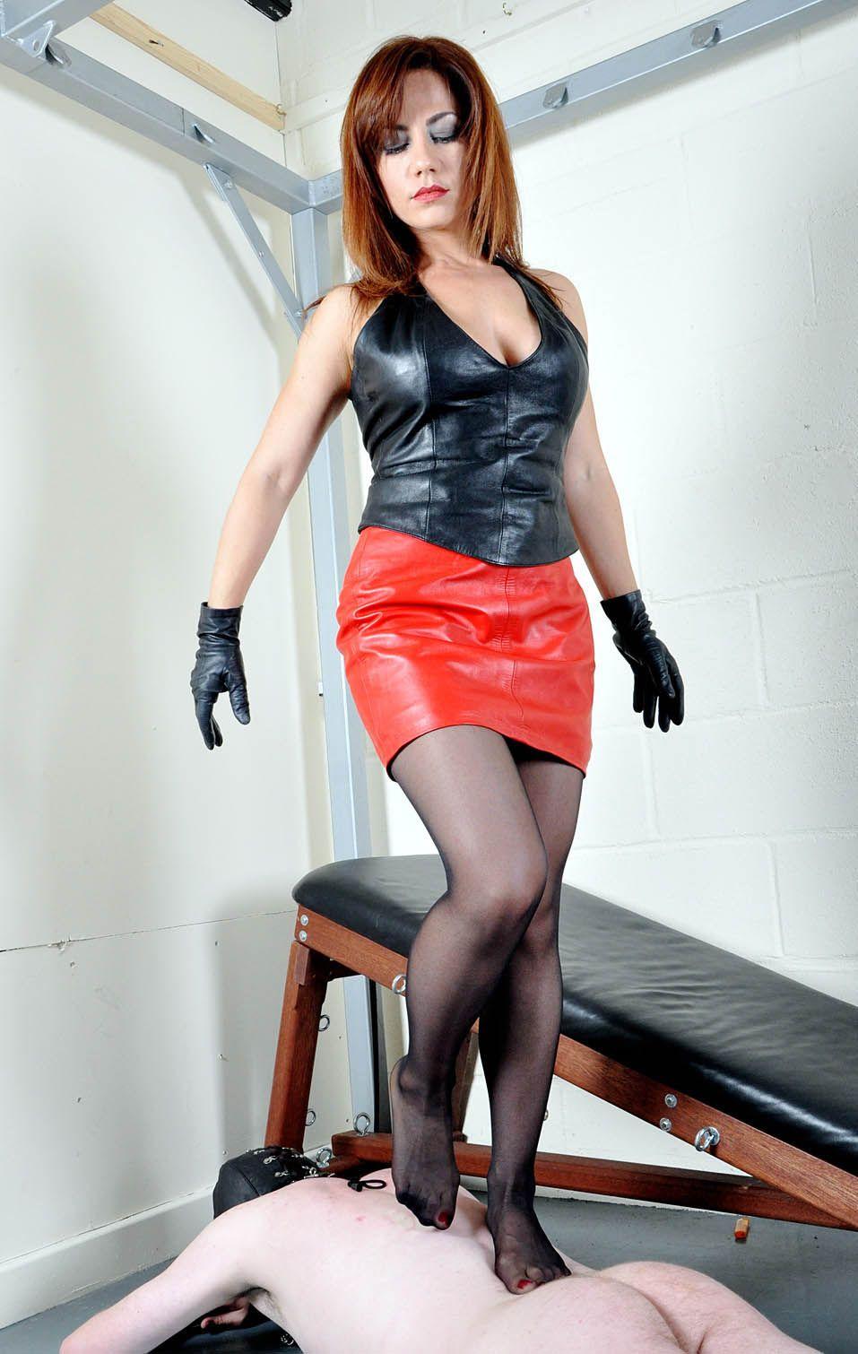 Redhead dominatrix in leather Porn best pics free.
