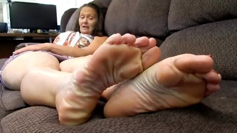 Oiled toes