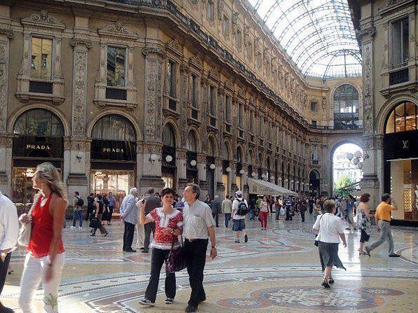 Fry S. reccomend Milan lesbian bars