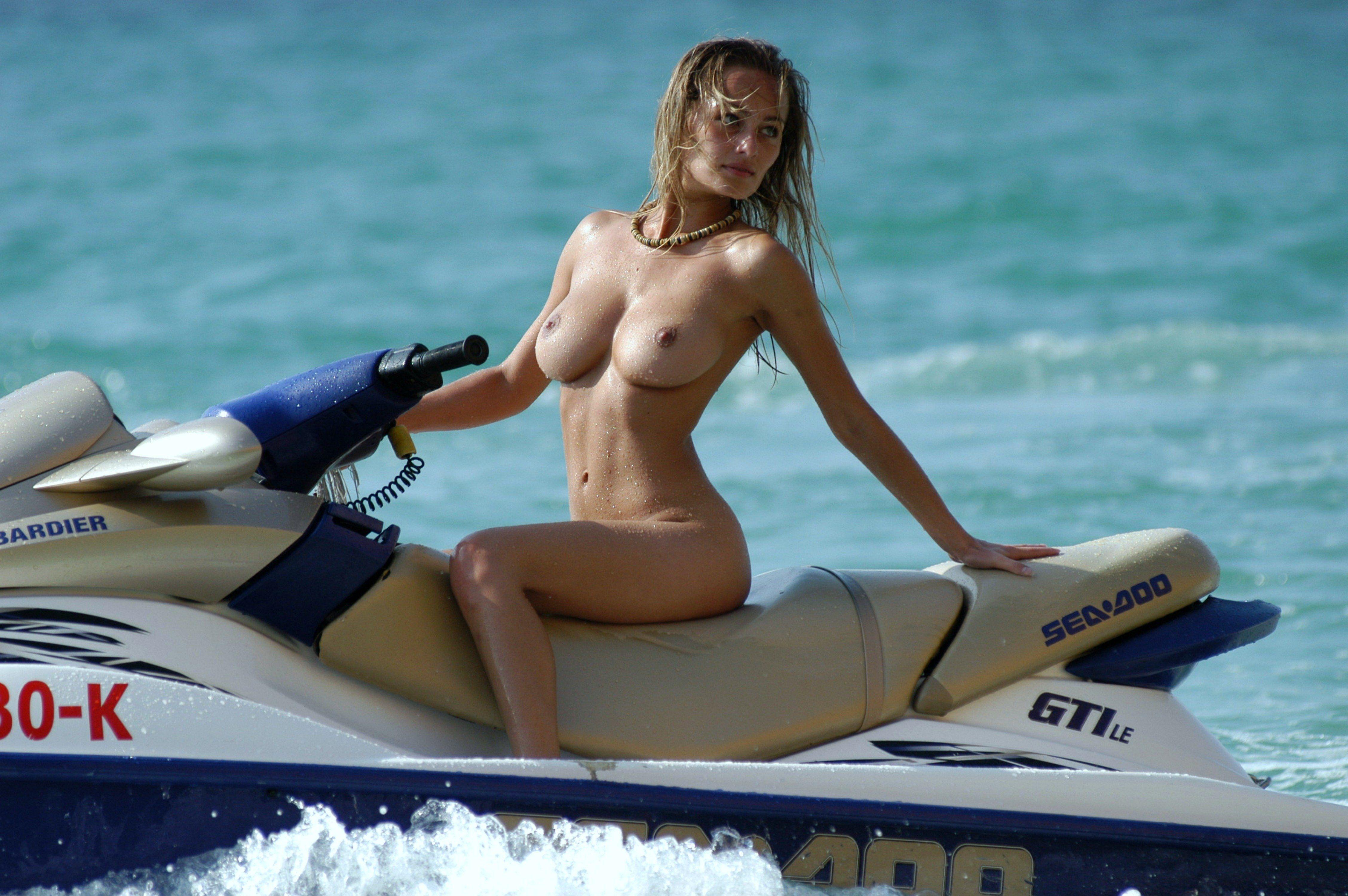 Skiing naked women nude