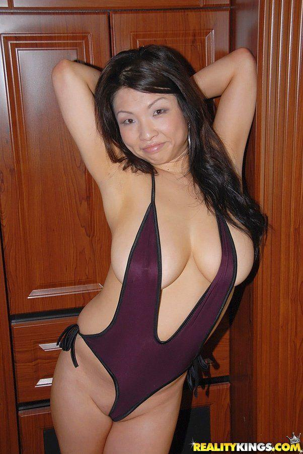 Slut load wife sharing her dildo