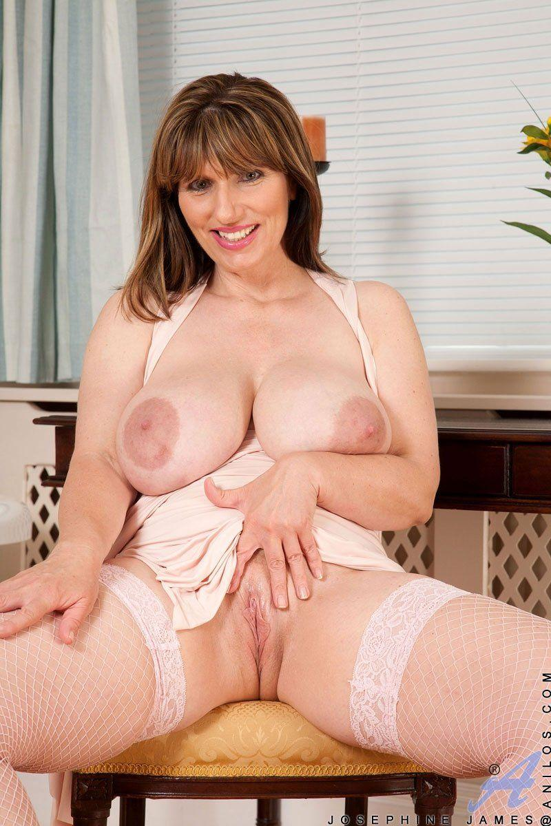 Busty mature plump horny housewifes