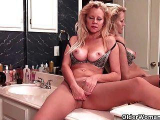 Suicide girls bessy pussy