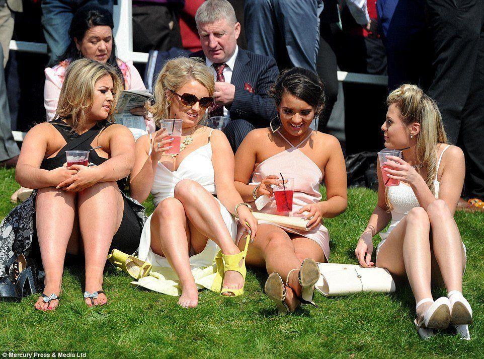 Sofisticated ladies upskirt